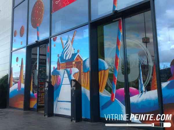 Décoration vitrine centre commercial / peinture