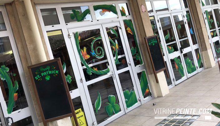 décoration vitrine magasin printemps